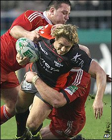 Toulon's Jonny Wilkinson is tackled by Wian du Preez and Paul O'Connell of Munster