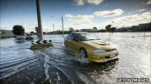 Car drives through floods in Horsham, Victoria on 17 January 2010