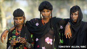 Three Wodaabe women judge the men