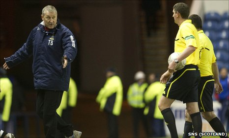Inverness manager Terry Butcher and referee Craig Thomson