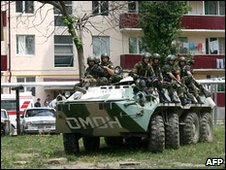 Chechen special forces during raid on suspected insurgents in Groznyy in 2008