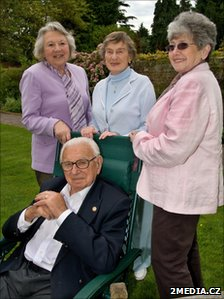 Sir Nicholas Winton with Lady Milena Grenfell-Baines (R) and two other survivors (courtesy 2media.cz)