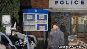 Shrien Dewani reporting to a police station on 19 January 2011