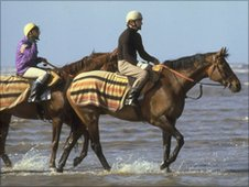 Red Rum (right) on the beach at Southport