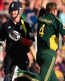 Doug Bollinger celebrates the wicket of Kevin Pietersen
