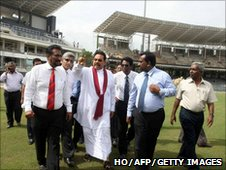 President Mahinda Rajapaksa inspecting R Premadasa stadium with SLC officials (file photo)