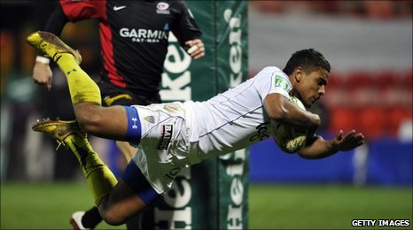 French centre Wesley Fofana scores the opening try against Saracens