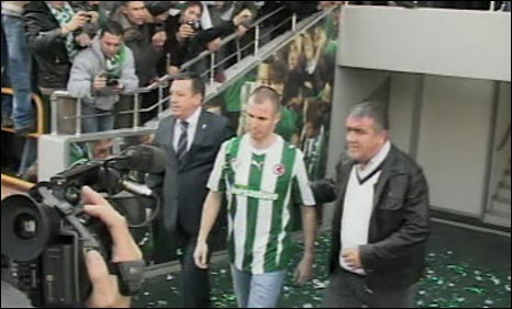 Kenny Miller is presented to Bursaspor supporters