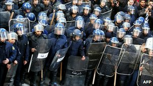 Riot police in Algiers (22 January 2011)