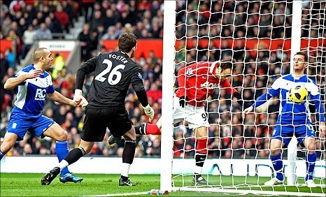 Dimitar Berbatov scores the opening goal