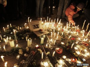 Tunisians held a candlelit vigil to mark the second of three days of mourning for those killed during the uprising that toppled President Ben Ali (22 January 2011~)