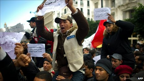 Police officers who previously defended the Ben Ali regime joined the protests