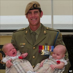 Benjamin Roberts-Smith with daughters Elizabeth and Eve. Photo: 23 January 2011