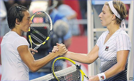 Francesca Schiavone (left) beat Svetlana Kuznetsova in their marathon match