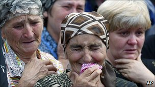 Relatives of those killed in Beslan, Russia. Sept 2004