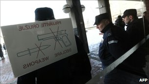 Serbian police officers guard the entrance of Belgrade's High court on 25 January 2011.