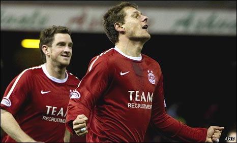 Andrius Velicka celebrates scoring for Aberdeen