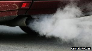 Car pollution limits breached in Llandeilo _50960251_003607438-1