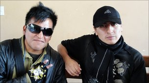 Students Angel Lapaza (left) and  Edson Chambiborque (right0