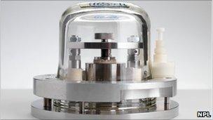 Prototype kilogram mass (Image: NPL)