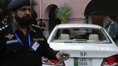 Policeman beside the car of the attacked US consular worker