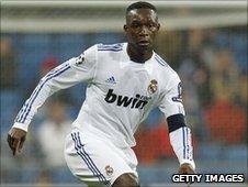 Mahamadou Diarra playing for Real Madrid
