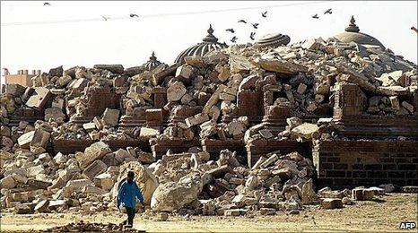 an analysis of the earthquake n the gujarat state of western india Morphotectonic of sabarmati-cambay basin, gujarat, western india 371 morphotectonic of sabarmati-cambay basin, gujarat, western india vasu pancholi 1, girish ch kothyari1, siddharth prizomwala , prabhin sukumaran2, r d shah3, n y bhatt3 mukesh chauhan1 and raj sunil kandregula1 1institute of seismological research, raisan gandhinagar, gujarat 2charotar university of science and technology.