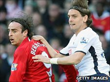 Jonathan Woodgate vies with Manchester United's Dimitar Berbatov for the ball