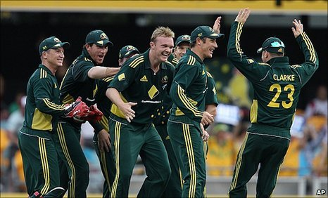 Australia celebrate the crucial wicket of England skipper Andrew Strauss