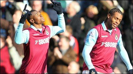 Victor Obinna celebrates