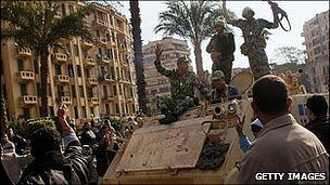 Protesters stop tanks in Tahrir Square