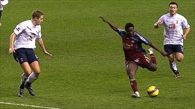 Obafemi Martins scores for Newcastle Utd