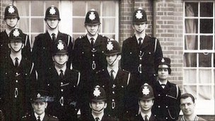 Karpal Kaur Sandhu (far right of middle row) and the Metropolitan Police intake in 1971