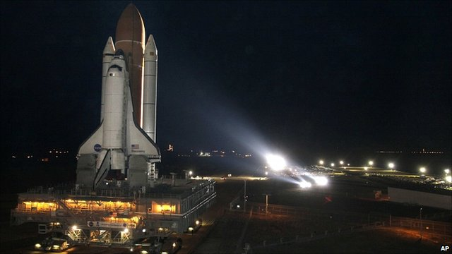 US shuttle Discovery makes her way to the launch pad