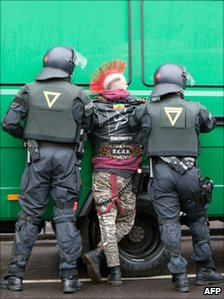 Police detain a protester in Berlin (2 Feb 2011)
