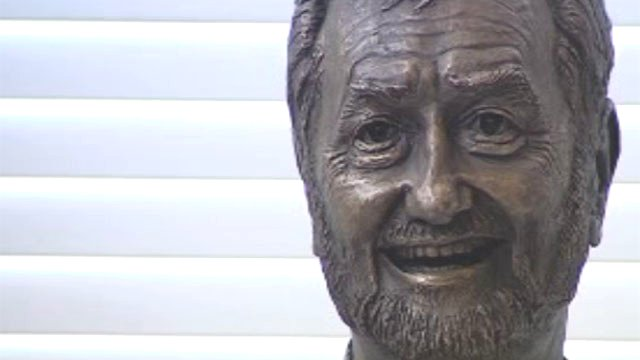 Ray Gravell sculpture