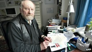 Danish cartoonist Kurt Westergaard draws a cartoon for Jyllands-Posten newspaper (image from March 2010)