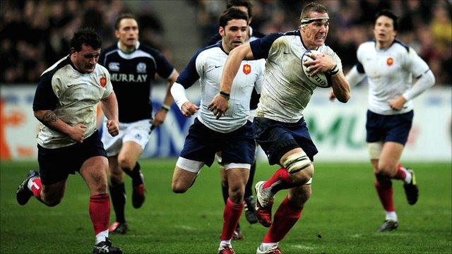 Imanol Harinordoquy breaks away to score for France against Scotland