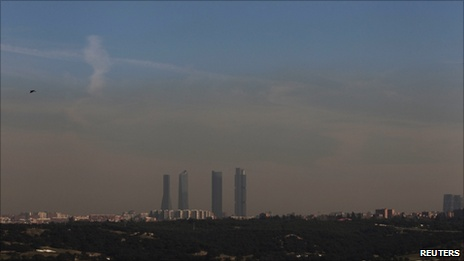 Smog over Madrid (8 February 2011)