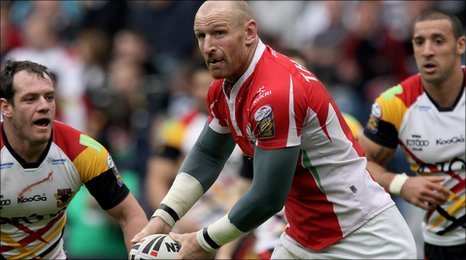 Gareth Thomas in action for the Crusaders