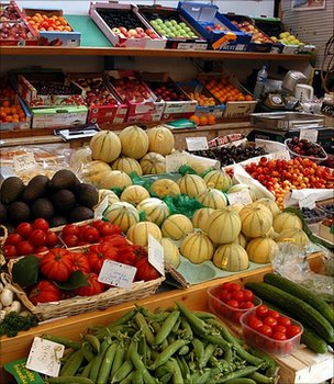 Fruit and veg market stall (Image: BBC)