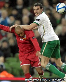 Rob Earnshaw and John'Shea clash in the Dublin clash