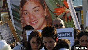 A silent march by friends and relatives of Laetitia Perrais (29 Jan 2011)