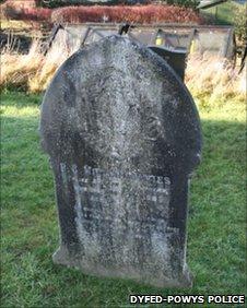 Pc Davies's grave in Montgomery