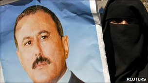 A Yemeni pro-government protester holds a picture of President Saleh during a demonstration in Sanaa (3 February 2010)