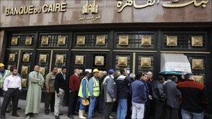 Queue outside bank in Cairo