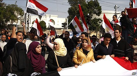 Anti-government protesters in front of the presidential palace in Cairo