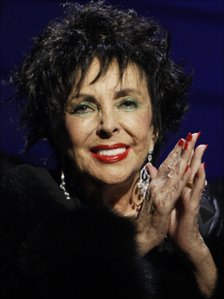 51216933 011234806 1 - : Elizabeth Taylor ( Cleopatra) had heart failure