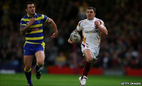 Danny Brough runs away to score against Warrington