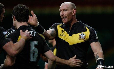 Gareth Thomas congratulates Michael Witt